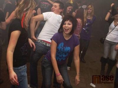 FOTO: Na Štěpánské discoshow v Bozkově se tančilo i soutěžilo