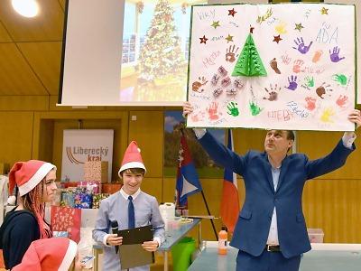 Strom přání 2017 obdaroval děti z dětských domovů a azylových domů