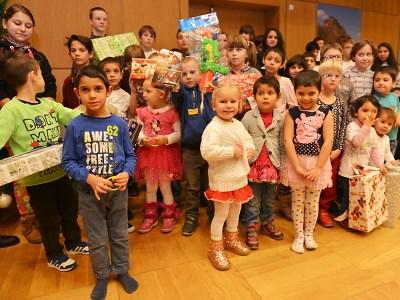 Strom přání už potřetí na kraji potěšil děti z dětských domovů
