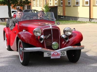 FOTO: Vzácná historická vozidla byla k vidění ve Studenci