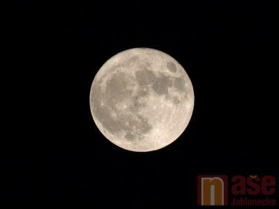 Sobotní noc byl k vidění Magický Superměsíc