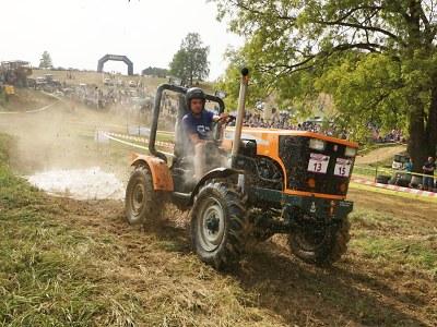 FOTO: Fanoušci si v Bozkově naplno užili 15. ročník sjezdu traktorů