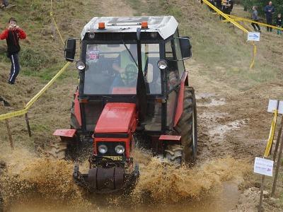 FOTO: Na sjezd traktorů do Bozkova dorazilo dva a půl tisíce fanoušků