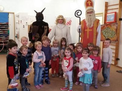 Do mateřských škol v Turnově zavítal Mikuláš se svou družinou