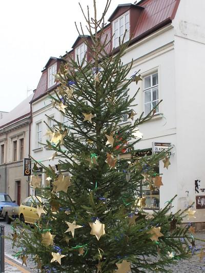 Odvoz vysloužilých vánočních stromečků v Turnově již probíhá
