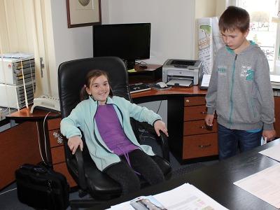 Žáci čtvrtých ročníků ZŠ Skálova si prohlédli turnovskou radnici