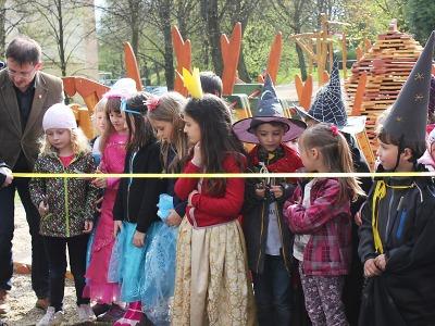 V Turnově II slavnostně otevřeli nová dětská hřiště