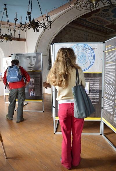 Výstava Židé v gulagu je otevřena na ženské galerii v Synagoze Turnov