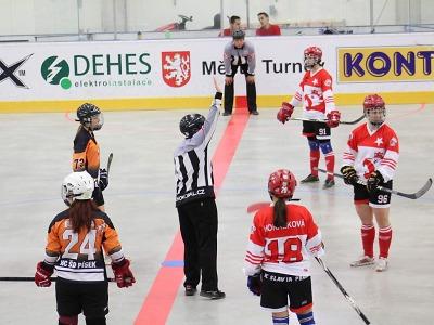 Hokejbalistky pražské Slavie se v Turnově staly českými mistryněmi
