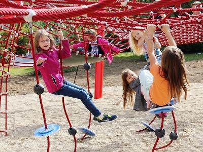 První školní den v Turnově otevřeli nové hřiště v centrálním parku