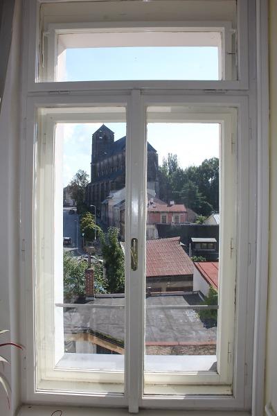 Na turnovské radnici před zimou vyměňují část oken