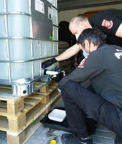 Turnovští obchodníci si mohou dezinfekci vyzvednout u strážníků