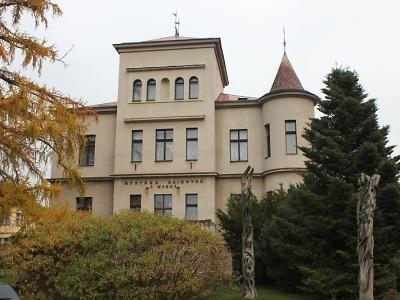 Od 23. listopadu je turnovská knihovna otevřená přes výdejní okénko