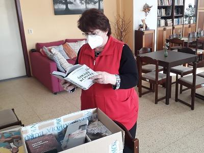 Turnovská knihovna poskytla knižní dary penzionům