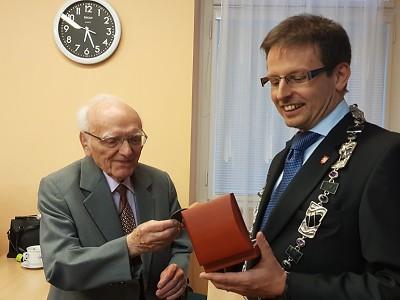 Tomáš Hocke udělil Medaili starosty Drahomíru Machaňovi