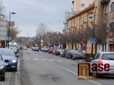 Kvůli rekonstrukci v Nádražní ulici v Turnově pokácejí javory