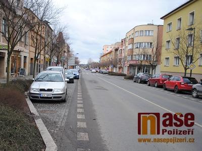 Řidiči v Turnově budou nově platit parkovné i v Nádražní ulici