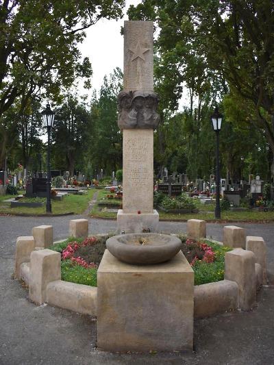 Obnova válečných hrobů a drobných památek probíhá i v Turnově