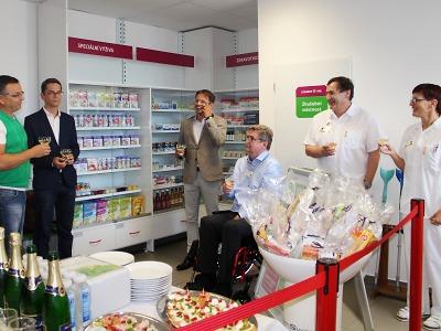 KNL otevřela vTurnově lékárnu a spustila nové cétéčko
