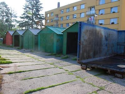 Plechové garáže mizí z turnovského sídliště Přepeřská