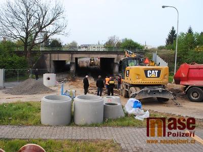 FOTO: Jak pokračují práce v Nádražní ulici a pod viaduktem v Turnově