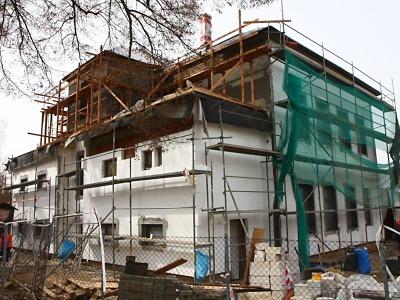 Rekonstrukce základní školy v Mašově viditelně pokročila