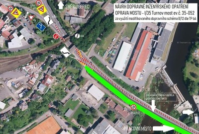 Upravili dopravní značení rekonstruovaného mostu v Turnově