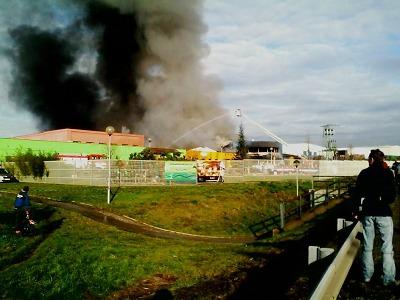 Na Vesecku v Turnově vybuchl plyn, z areálu stoupá černý kouř