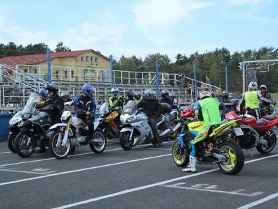 Motocyklisté měli nejhorší rok. Pomoci má projekt Učme se přežít