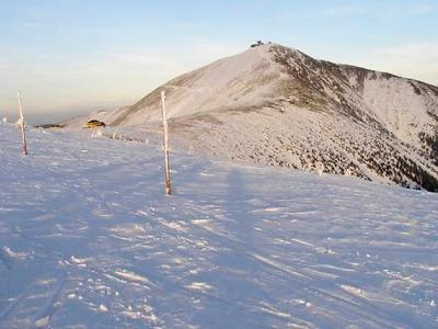 Členové horské služby uctí na Sněžce tragicky zesnulé kolegy