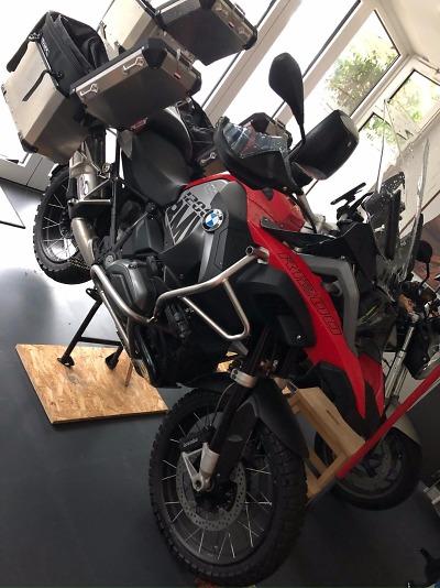 Policie žádá o pomoc v případu krádeže dvou motocyklů v Harrachově