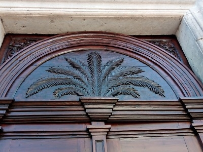 Valdštejnská kaple má za sebou renovaci vstupních dveří