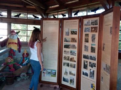 Hrad Valdštejn představují na pohlednicích z první republiky