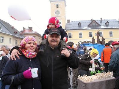 Obrazem: Vánoční jarmark znovu zaplnil jilemnické náměstí