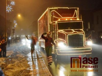 Obrazem: Vánoční kamion přijel na náměstí ve Vrchlabí
