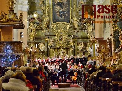 Obrazem: Vánoční koncert chrámového sboru ve vrchlabském kostele