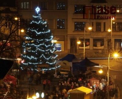 Náměstí v Pojizeří o víkendu rozzáří vánoční stromky