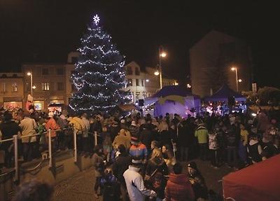 Advent v Semilech zahájí jarmark a rozsvěcení vánočního stromu