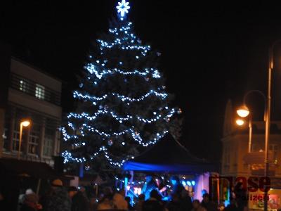 Obrazem: Rozsvícení vánočního stromu v Semilech 2014