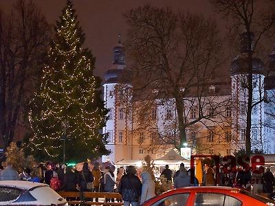 Obrazem: Rozsvícení vánočního stromu ve Vrchlabí 2018