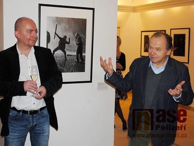 FOTO: Výstavu fotografa Jaroslava Kučery podpořil i ministr kultury
