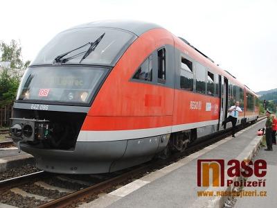 FOTO: Vlak Siemens Desiro projížděl poprvé Pojizeřím