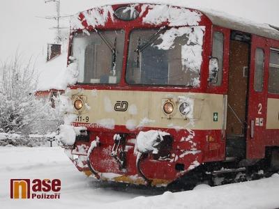 Srážka náklaďáku s vlakem na přejezdu u Turnova, naštěstí bez zranění