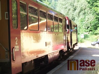 Na Spálově se střetl vlak s osobním autem