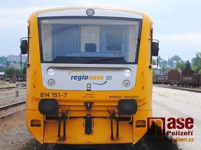 Na přejezdu v Přepeřích se střetl vlak s chodcem, který srážku nepřežil