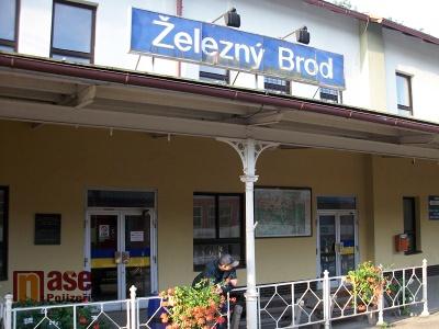 Vlaky se vrátily na trať mezi Železný Brod a Tanvald