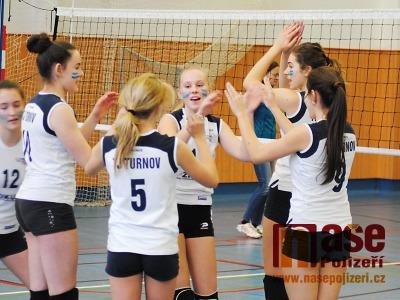 FOTO: Volejbalový turnaj v Semilech vyhrálo družstvo dívek z Turnova