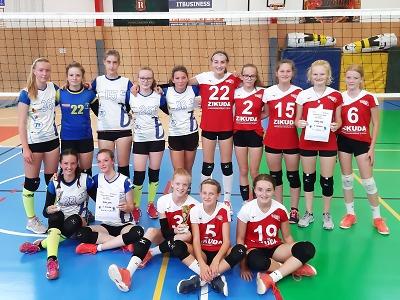 Turnovskou halu obsadily volejbalové turnaje žákyň a juniorek