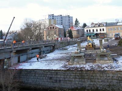 Výstavba kruhové křižovatky a mostu omezí dopravu ve Vrchlabí