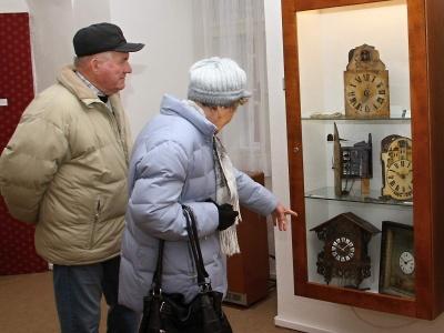 V Krkonošském muzeu vystavují schwarzwaldské hodiny